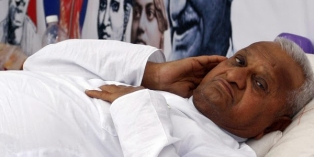 Team Anna Asks Hazare to End Fast